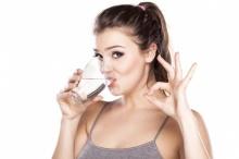 ดื่มน้ำกันให้เป็นนิสัย!!ช่วยให้ผิวไม่แห้ง สดใสเปล่งปลั่ง ที่สำคัญขับถ่ายดีเวอร์!