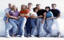 """แนะไอเท็ม """"แฟชั่นยุค 90″ เพื่อสาวๆ ที่อยากเป็น Cool kids"""